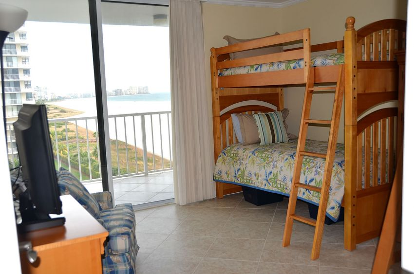 Kid's room with bunk beds